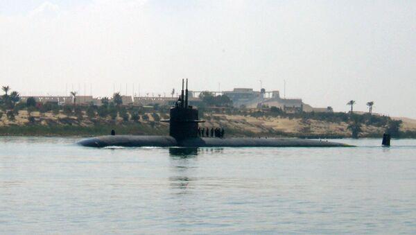U.S. nuclear-powered submarine USS Providence crosses the Suez canal in Ismailia, Egypt - Sputnik Italia