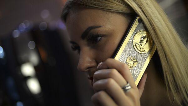 iPhone d'oro dedicato a Putin - Sputnik Italia