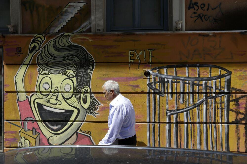 Graffiti sulle mura di Atene.