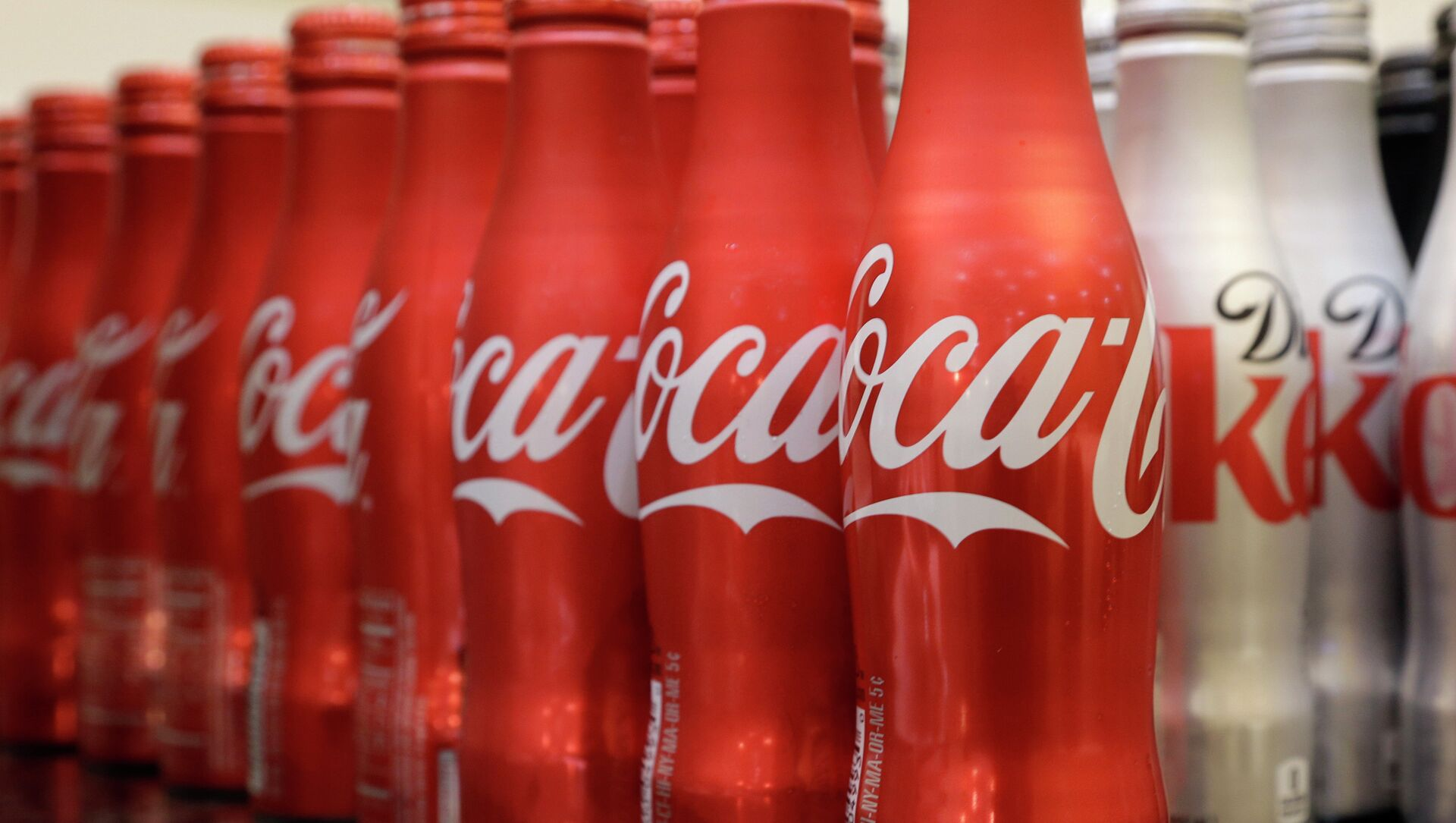 Coca-cola, which struggles with declining soda consumption in the US, is working with fitness and nutrition experts who suggest its cola as a healthy treat.  - Sputnik Italia, 1920, 06.04.2021