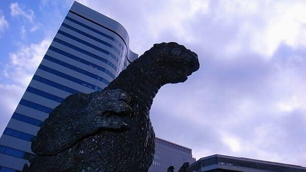 Godzilla looks down on us all from above - Sputnik Italia