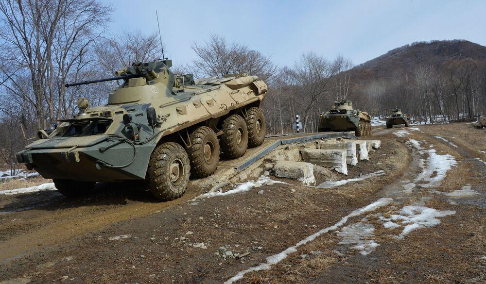 I carri armati russi non hanno paura del fango