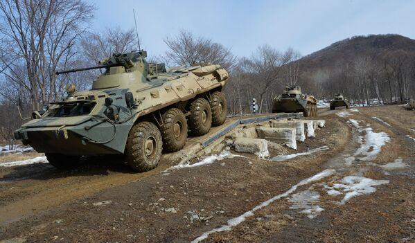 I carri armati russi non hanno paura del fango - Sputnik Italia