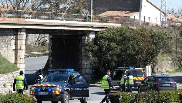 Gendarmi francesi bloccano l'accesso al centro abitato di Trebes dove un uomo ha preso ostaggi in supermercato - Sputnik Italia