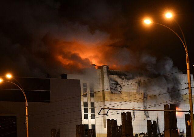 Incendio al centro commerciale Zimnyaya Vishnya a Kemerovo