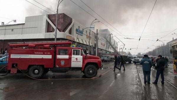 L'incendio nel centro commerciale Zimnyaya Vishnya a Kemerovo - Sputnik Italia