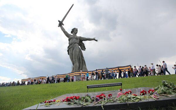 Il corteo del Reggimento Immortale a Volgograd - Sputnik Italia