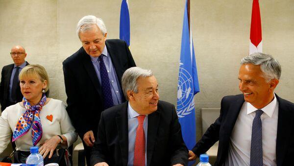 Il Ministro degli esteri svedese Margot Wallstrom, Stephen O'Brien il sottosegrario ONU per i diritti umani, il Segretario Generale ONU Antonio Guterres e il Ministro degli esteri sviezzero Didier Burkhalter alla Conferenza Internazionale per i donatori di alto livello dello Yemen - Sputnik Italia