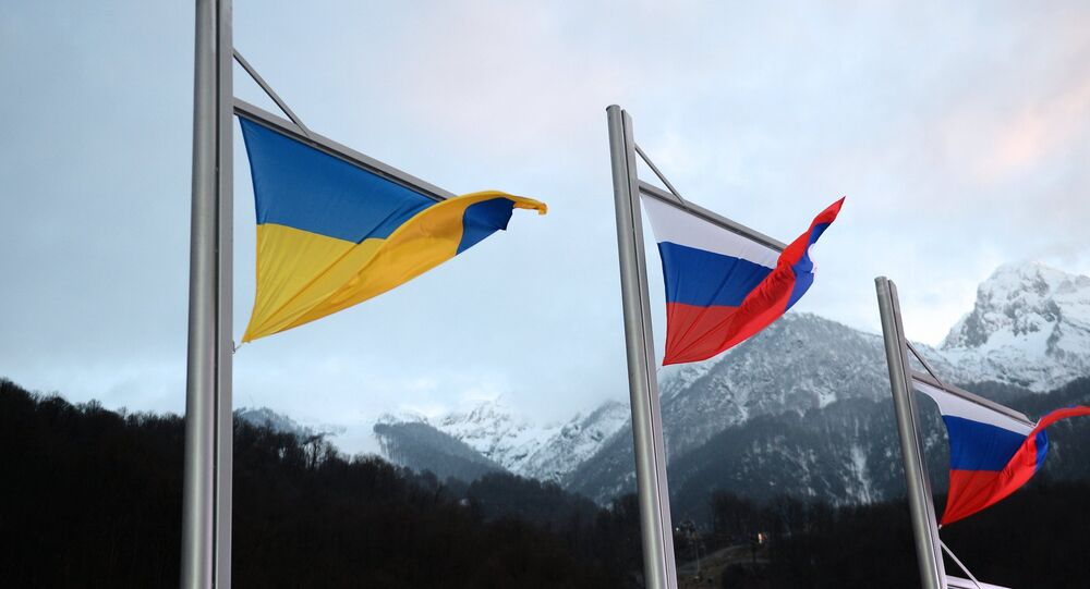 Le bandiere dell'Ucraina e della Russia
