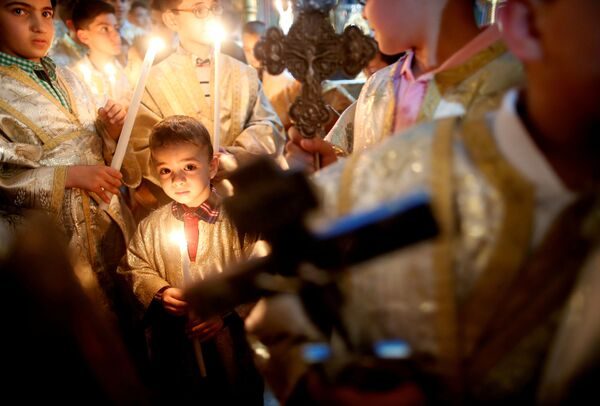 Cristiani palestinesi durante la messa di Pasqua alla striscia di Gaza. - Sputnik Italia