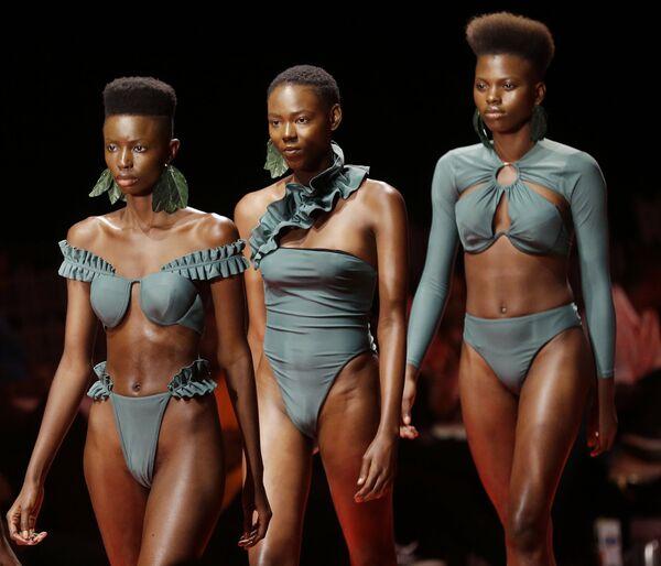 Le modelle alla sfilata della Fashion Week a Lagos, Nigeria. - Sputnik Italia
