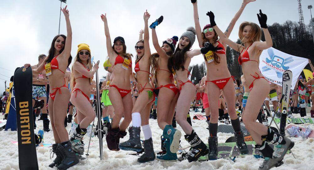 Il carnevale in bikini BoogelWoogel a Sochi
