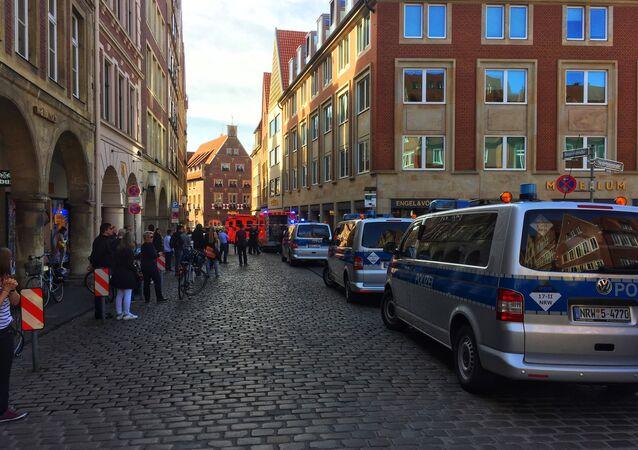 la situazione a Muenster, Germania, dove un camion ha investito un gruppo di persone.