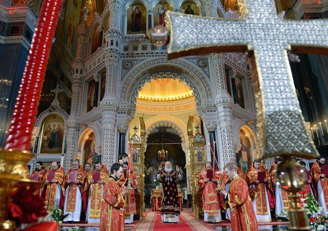 La messa per la Pasqua ortodossa nel cattedrale del Cristo Salvatore a Mosca