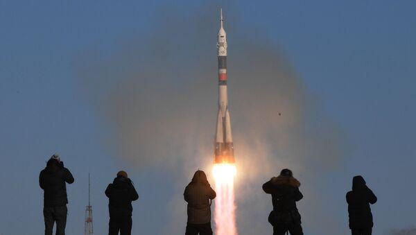 Il lancio di un razzo-vettore Soyuz-FG con a bordo la navetta pilotabile Soyuz MS-07 dal cosmodromo di Baykonur - Sputnik Italia