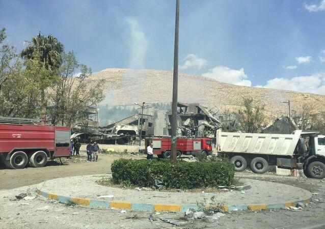Ufficio di un centro ricerche militare distutto nel raid, Barzeh, Siria