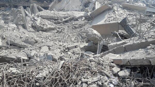 Ufficio di un centro ricerche militare a Barzeh distutto nel raid, provincia di Damasco, Siria - Sputnik Italia
