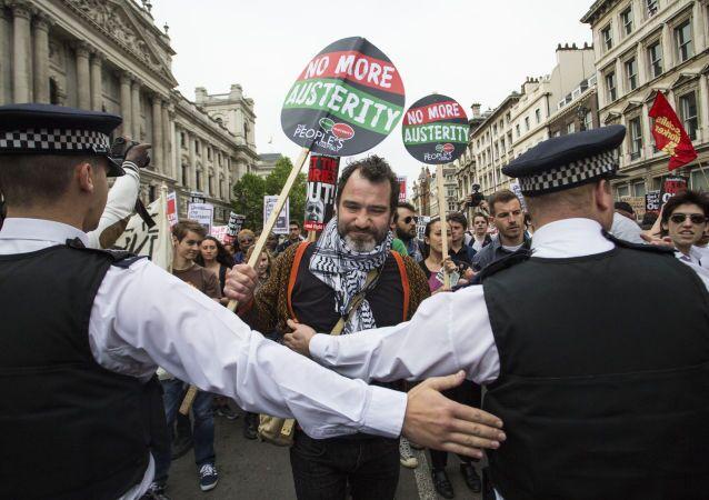 Manifestazione contro politica di austerità a Londra