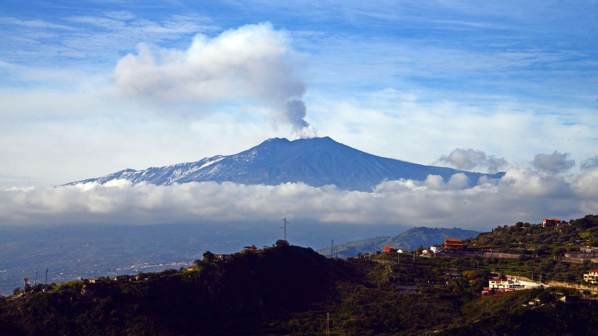 L'eruzione dell'Etna in Sicilia - Sputnik Italia, 1920, 12.06.2021
