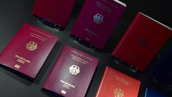 The new German electronic passport is presented during an official press conference on February 23, 2017 in Berlin - Sputnik Italia