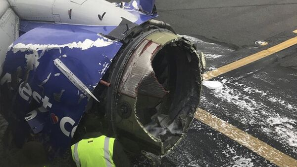 The engine on a Southwest Airlines plane is inspected as it sits on the runway at the Philadelphia International Airport after it made an emergency landing in Philadelphia, Tuesday, April 17, 2018 - Sputnik Italia