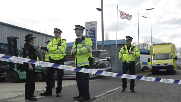 Police officers secure a cordon outside the vehicle recovery business Ashley Wood Recovery in Salisbury, England, Tuesday, March 13, 2018 - Sputnik Italia