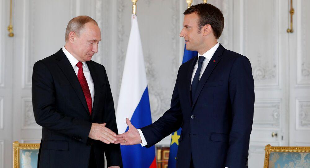 Emmanuel Macron e Vladimir Putin (foto d'archivio)