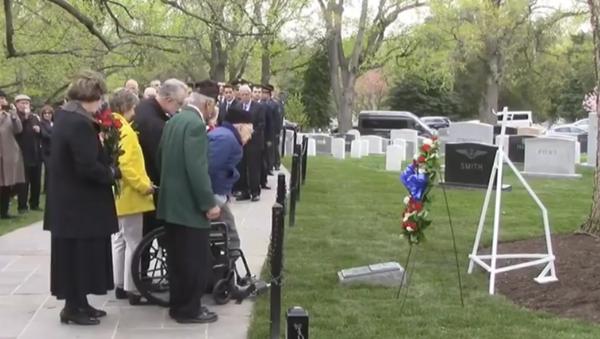 Cerimonia della deposizione delle coronte al Cimitero Nazionale di Arlington - Sputnik Italia