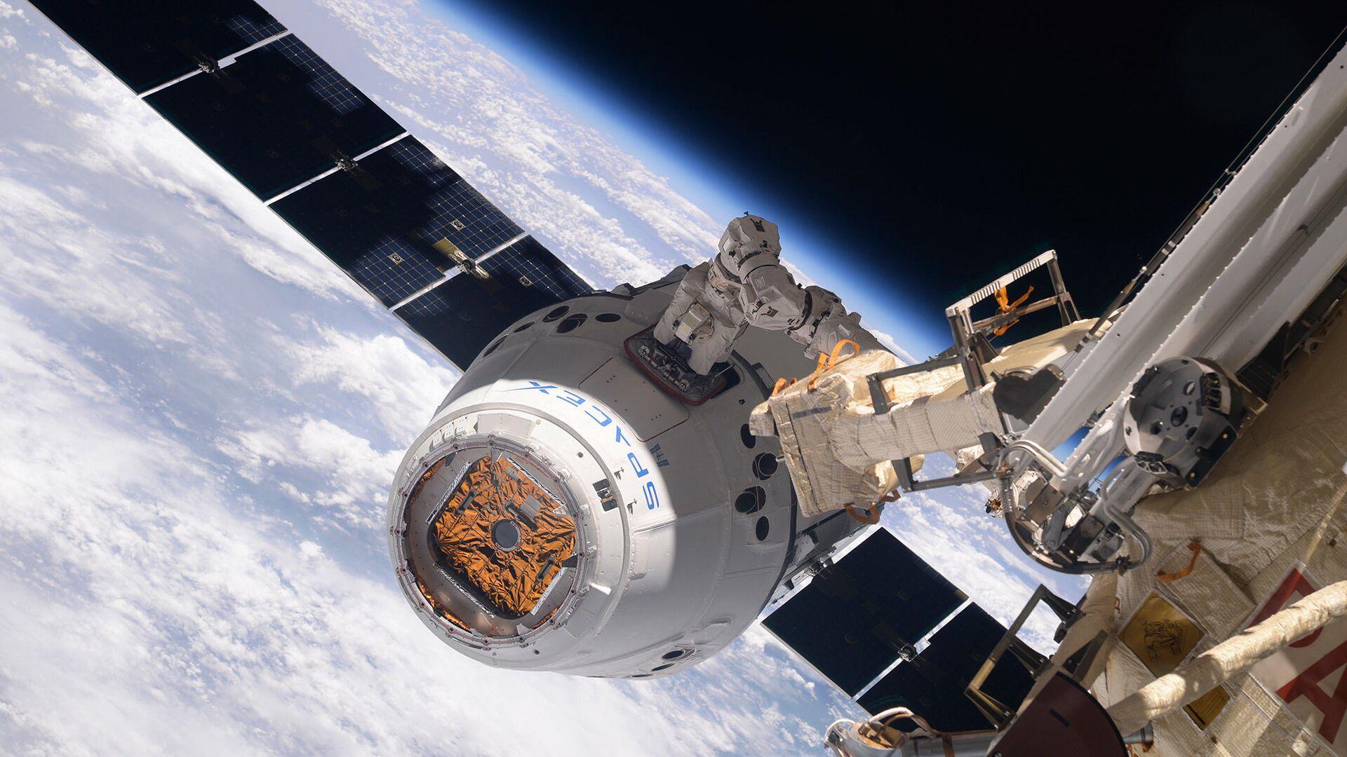 La navicella cargo SpaceX Dragon si aggancia all'ISS. - Sputnik Italia, 1920, 05.06.2021