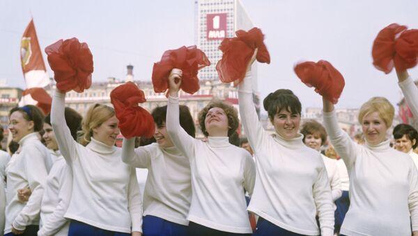 La parata dedicata alla cultura fisica per il giorno della solidarietà internazionale dei lavoratori, 1969. - Sputnik Italia