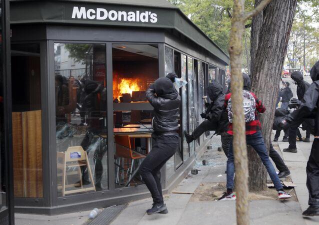 Gli scontri a Parigi, primo maggio 2018