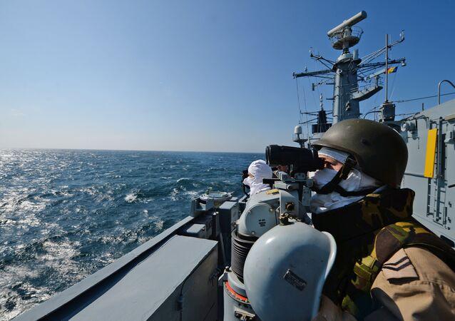 La fregata romana Regina Maria della NATO in esercitazione nel mar Nero (foto d'archivio)