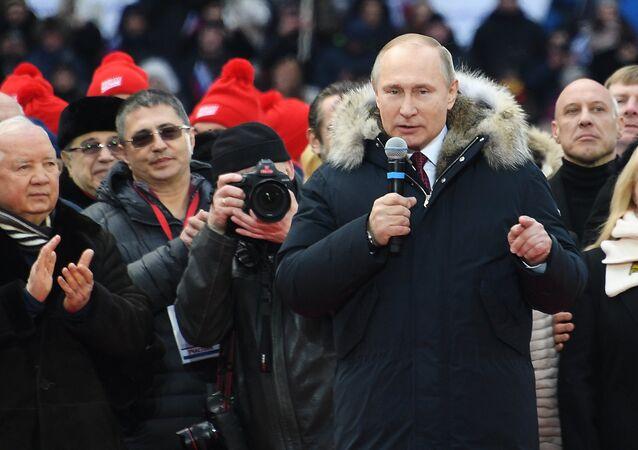 Il presidente russo Putin interviene alla vigilia delle elezioni