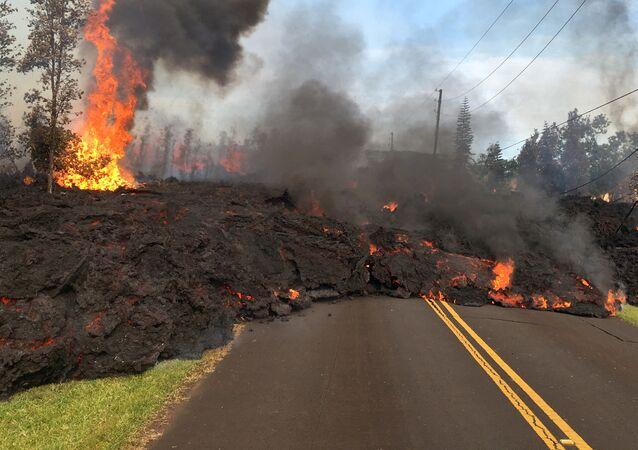 Il vulcano Kilauea continua ad eruttare lava e gas velenosi