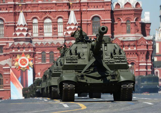 Obici MSTA-S alla Parata della vittoria sulla Piazza Rossa