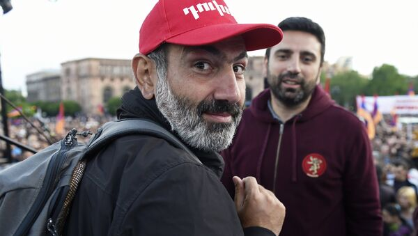 Leader of the My Step opposition movement Nikol Pashinyan, left, at a rally on Republic Square in Yerevan - Sputnik Italia