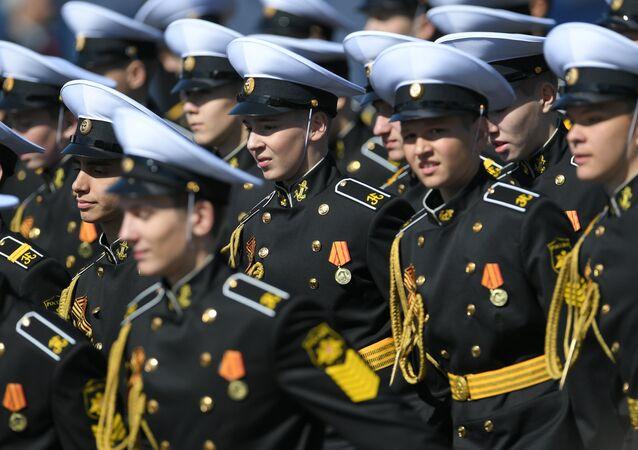 Ed è ora la volta degli allievi della Scuola per Ammiragli dell'Accademia Militare Navale Nakhimov di Sebastopoli.