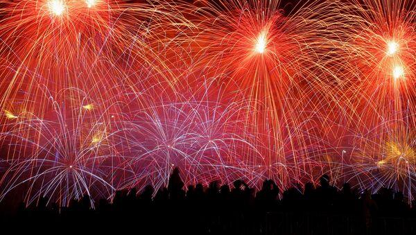 I fuochi d'artificio per il Giorno della Vittoria a Mosca - Sputnik Italia