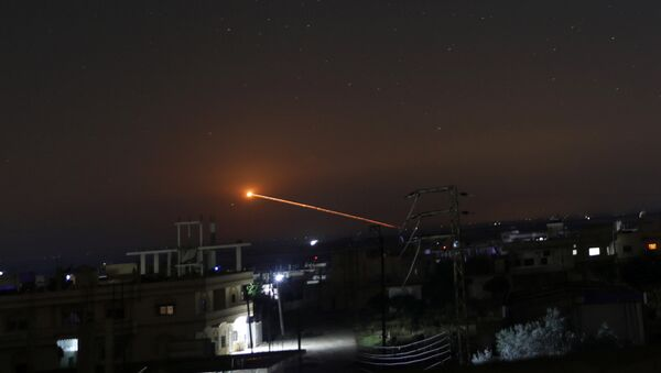 Missile fire is seen over Daraa, Syria May 10, 2018 - Sputnik Italia