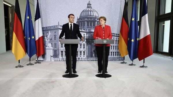 Macron e Merkel - Sputnik Italia