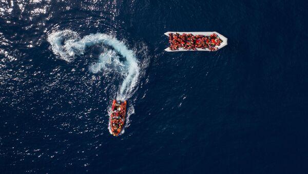 Migranti dalvati da ProActiva Open Arms - Sputnik Italia