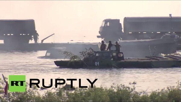Russia: esercitazioni delle truppe anfibie in un lago. - Sputnik Italia