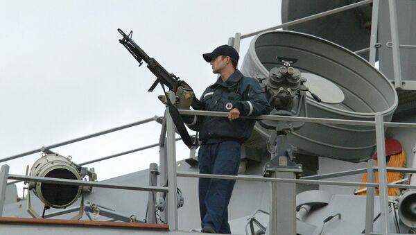 Моряк на борту американского эсминца «Лабун» - Sputnik Italia