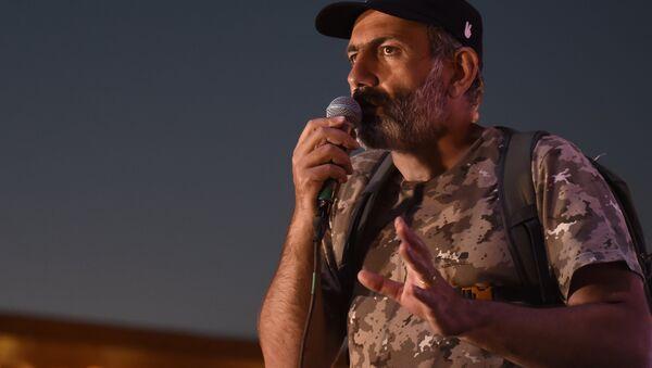 Armenian opposition leader Nikol Pashinyan at an evening rally on Republic Square in Yerevan - Sputnik Italia