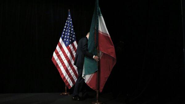 Le bandiere degli Usa e dell'Iran - Sputnik Italia