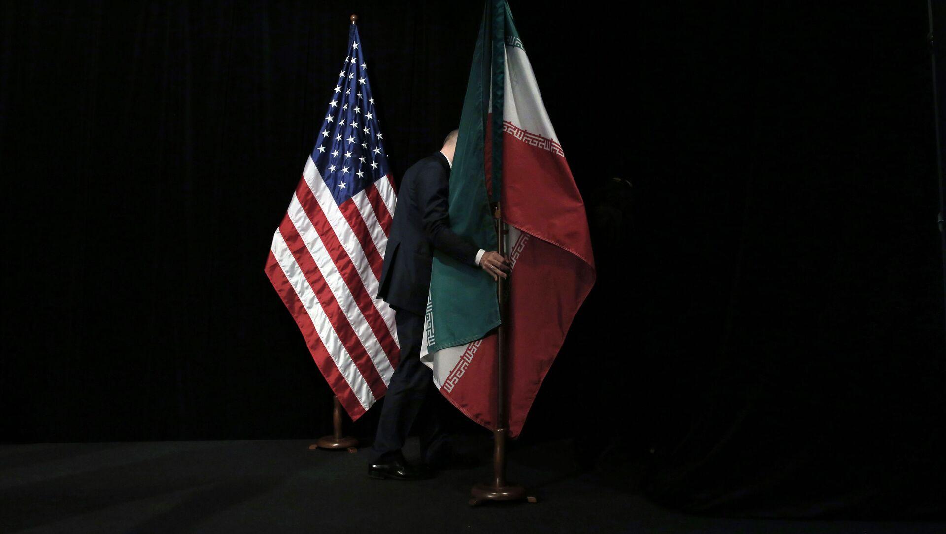 Le bandiere degli Usa e dell'Iran - Sputnik Italia, 1920, 07.05.2021