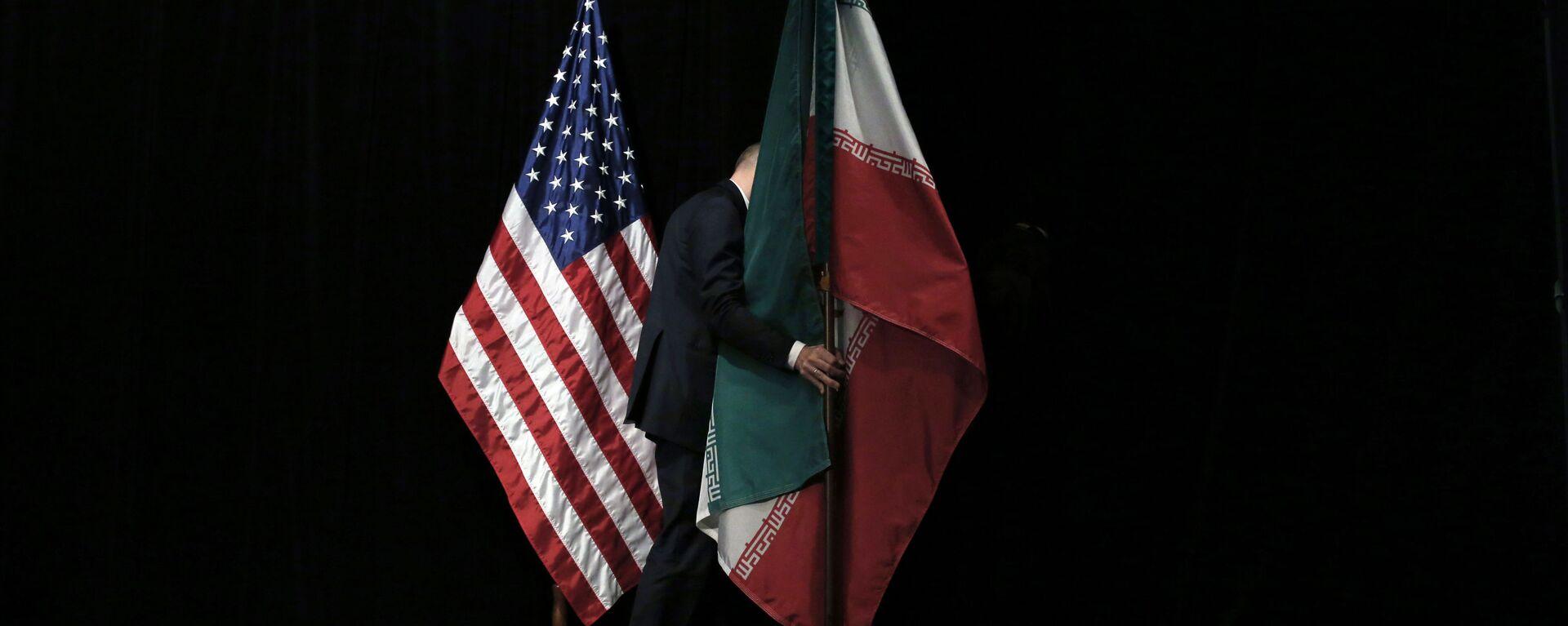 Le bandiere degli Usa e dell'Iran - Sputnik Italia, 1920, 03.07.2021