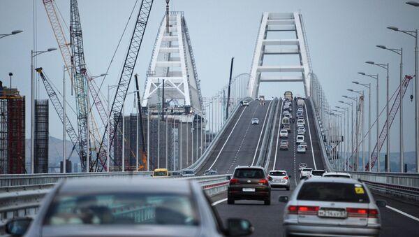 Car traffic on the Crimean Bridge's freeway section - Sputnik Italia