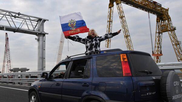 A car on the Crimean Bridge - Sputnik Italia