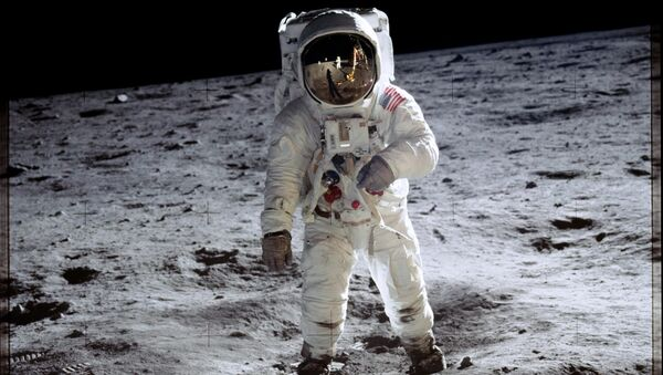Astronauta Buzz Aldrin sulla Luna durante la missione Apollo 11. - Sputnik Italia
